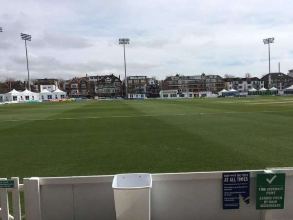 County Cricket Ground (Hove), secção: Grandstand F, fila: B, lugar: 84