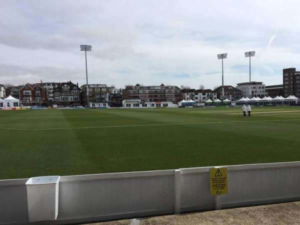 County Cricket Ground (Hove), secção: Grandstand G, fila: C, lugar: 95