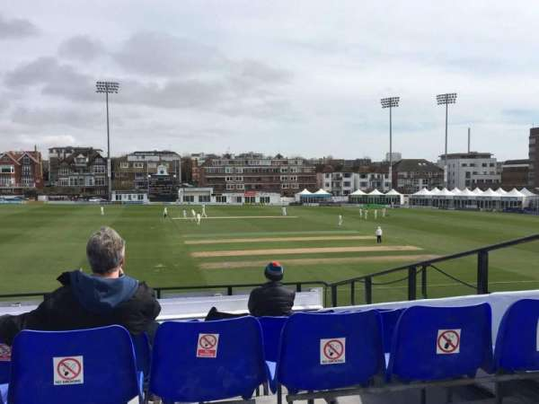 County Cricket Ground (Hove), secção: Upper Grandstand J, fila: Bench