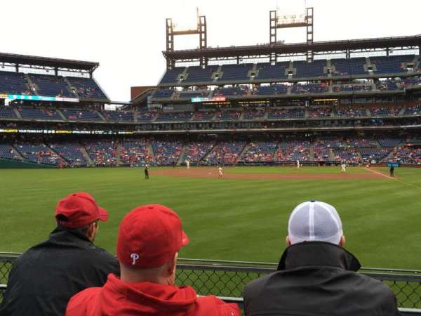 Citizens Bank Park, secção: 142, fila: 3, lugar: 3