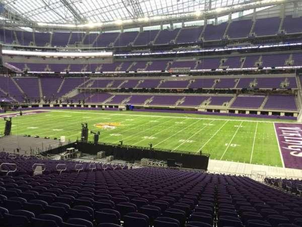 U.S. Bank Stadium, secção: 106, fila: 34, lugar: 8