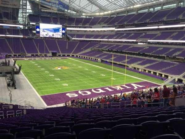 U.S. Bank Stadium, secção: 101, fila: Acc
