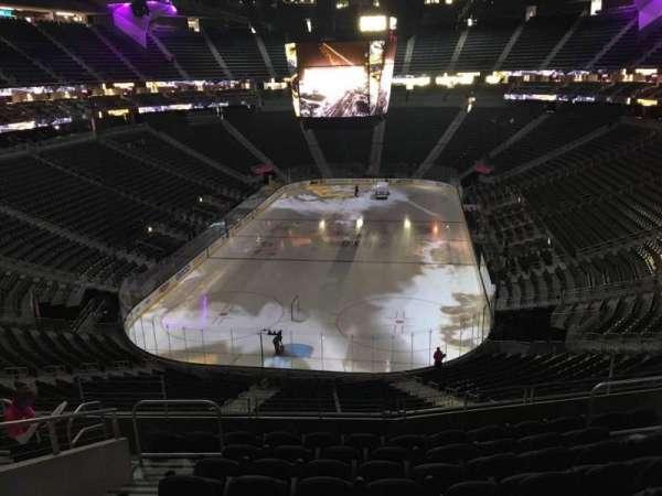 T-Mobile Arena, secção: 102, fila: J, lugar: 6