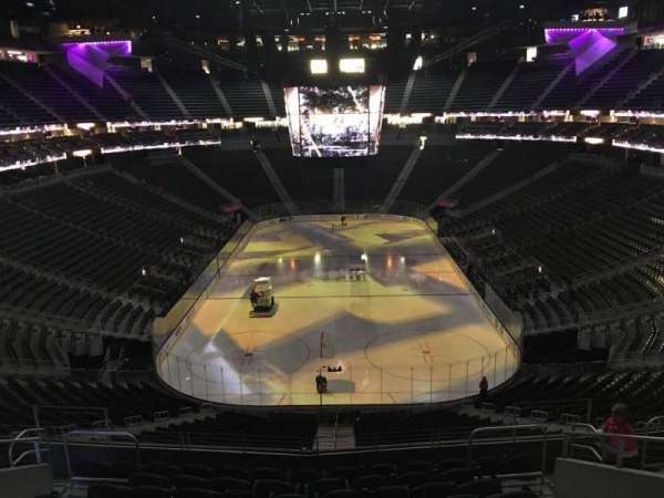 T-Mobile Arena, secção: 101, fila: K, lugar: 12