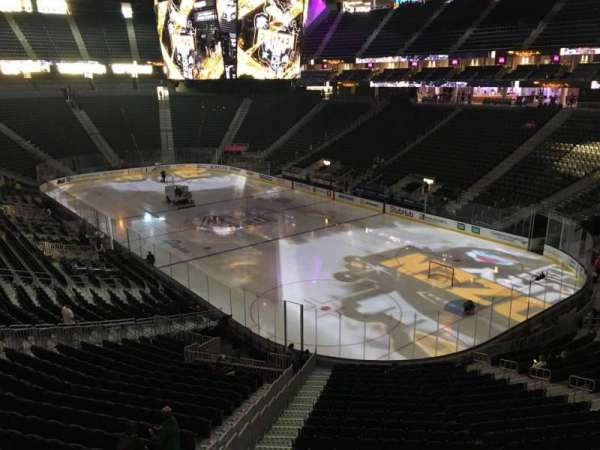 T-Mobile Arena, secção: 117, fila: A, lugar: 7