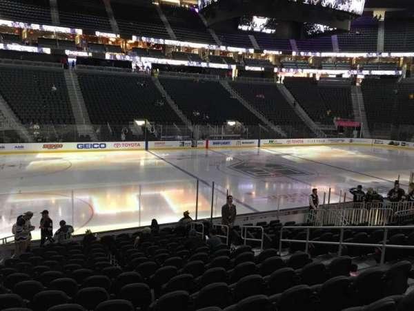 T-Mobile Arena, secção: 4, fila: M, lugar: 8