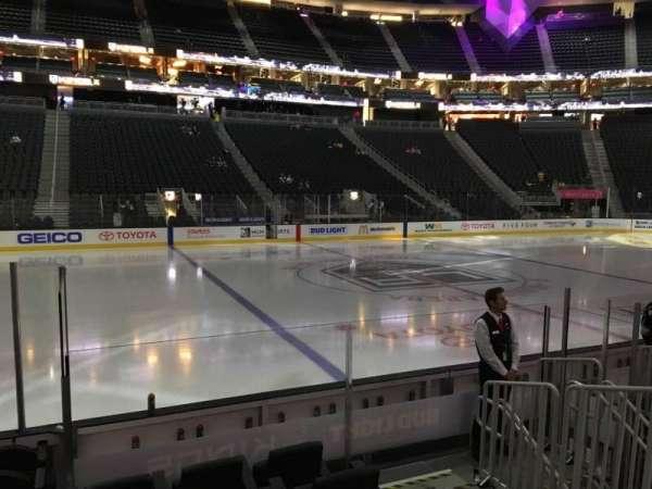 T-Mobile Arena, secção: 5, fila: D, lugar: 2