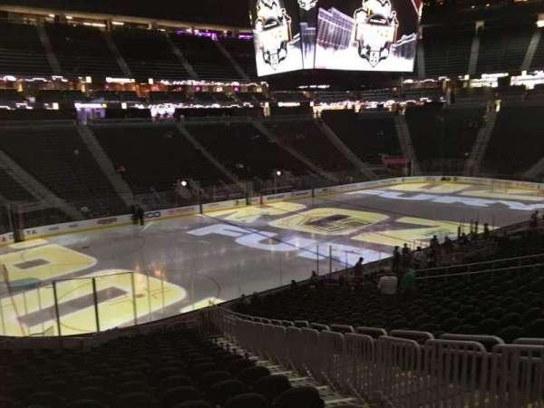T-Mobile Arena, secção: 3, fila: W, lugar: 21