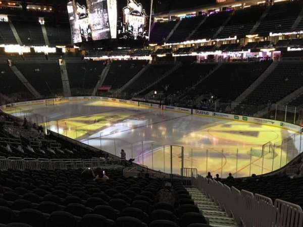 T-Mobile Arena, secção: 18, fila: W, lugar: 23