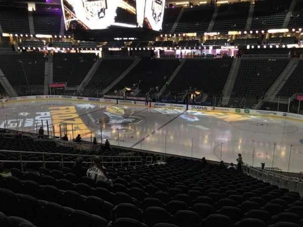 T-Mobile Arena, secção: 17, fila: W, lugar: 12
