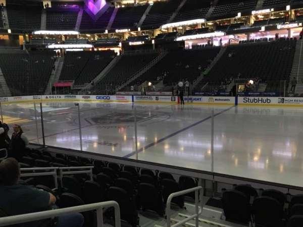 T-Mobile Arena, secção: 17, fila: D, lugar: 1