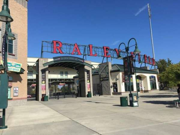 Raley Field, secção: Outside