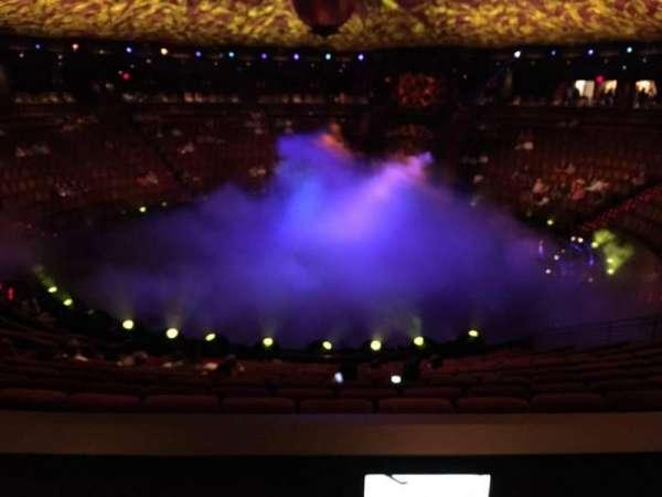 Wynn Theatre, secção: C, fila: L, lugar: 14