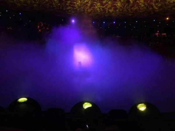 Wynn Theatre, secção: D, fila: C, lugar: 10