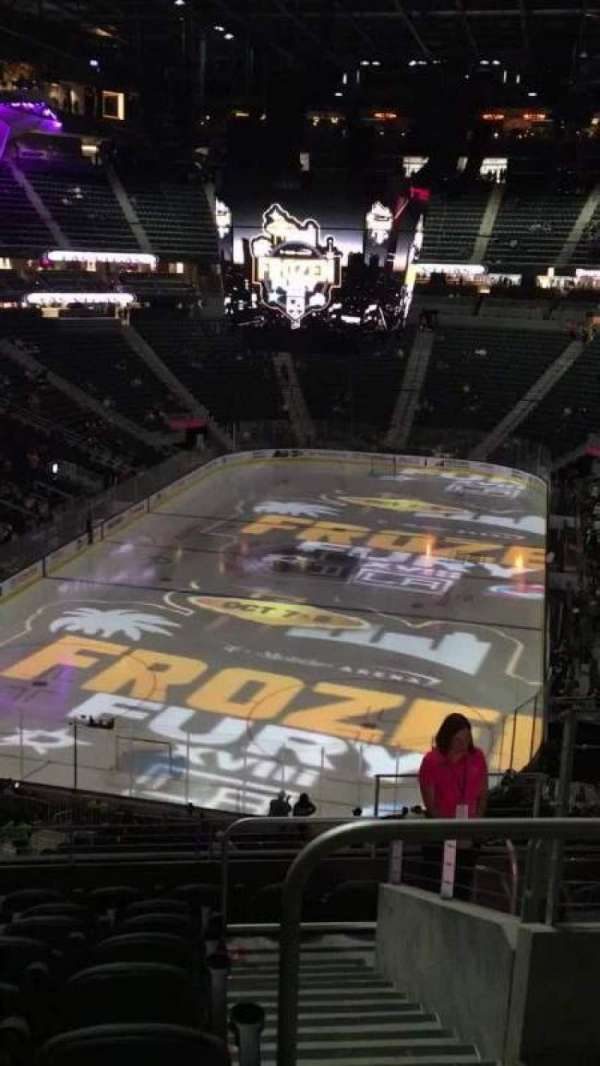 T-Mobile Arena, secção: 102, fila: J, lugar: J