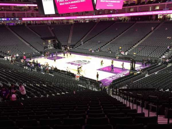 Golden 1 Center, secção: 104, fila: W, lugar: 4