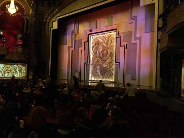 Lyric Theatre, secção: Orch Right, fila: M, lugar: 22