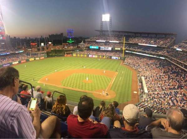 Citizens Bank Park, secção: 323, fila: 6, lugar: 9