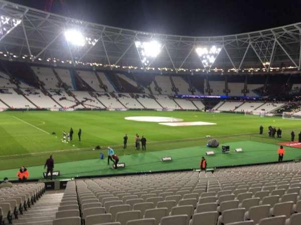 London Stadium, secção: 105, fila: 23