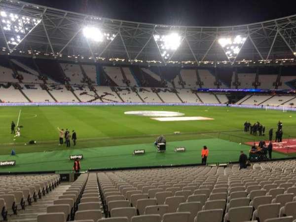 London Stadium, secção: 106, fila: 22