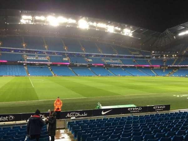 Etihad Stadium (Manchester), secção: 130, fila: M, lugar: 801