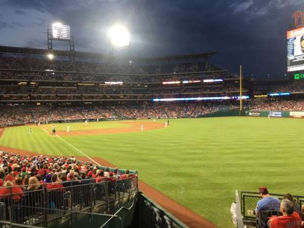 Citizens Bank Park, secção: 107, fila: Sro