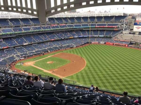 Yankee Stadium, secção: 411, fila: 14, lugar: 13