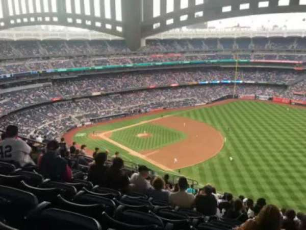 Yankee Stadium, secção: 411, fila: 14, lugar: 12