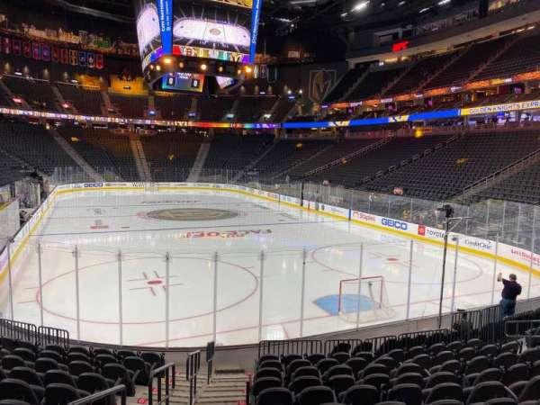 T-Mobile Arena, secção: 10, fila: L, lugar: 1