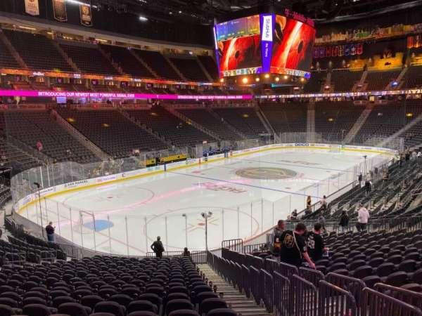 T-Mobile Arena, secção: 12, fila: V, lugar: 23