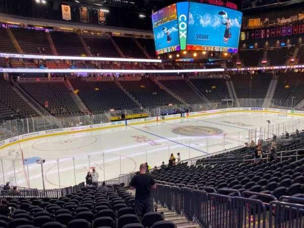 T-Mobile Arena, secção: 13, fila: U, lugar: 20