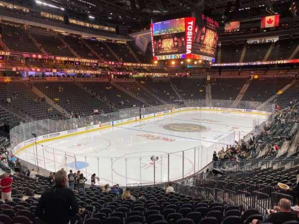T-Mobile Arena, secção: 2, fila: V, lugar: 16