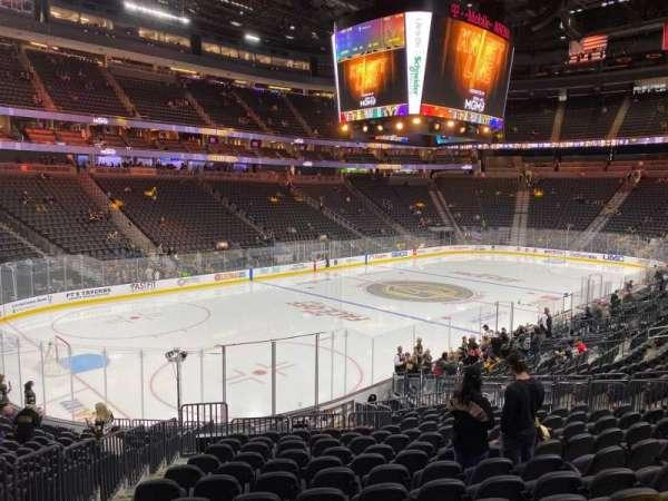 T-Mobile Arena, secção: 3, fila: S, lugar: 4