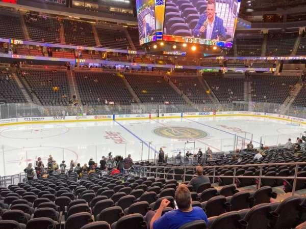 T-Mobile Arena, secção: 4, fila: T, lugar: 12