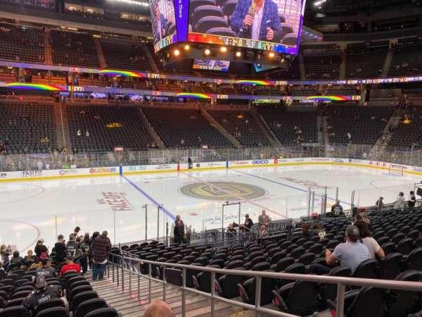 T-Mobile Arena, secção: 4, fila: P, lugar: 16