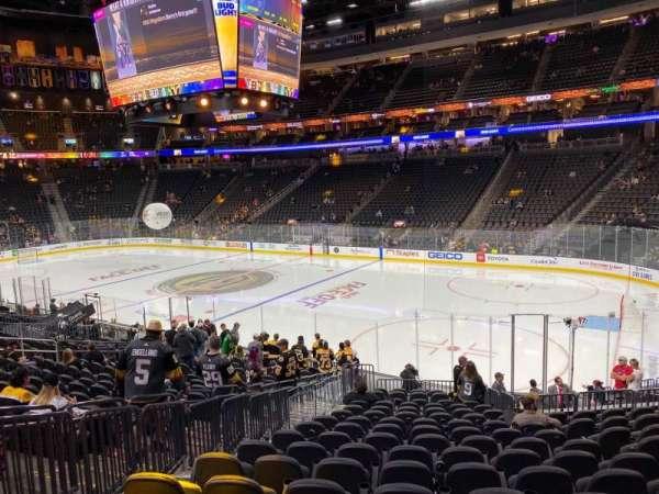 T-Mobile Arena, secção: 8, fila: R, lugar: 5