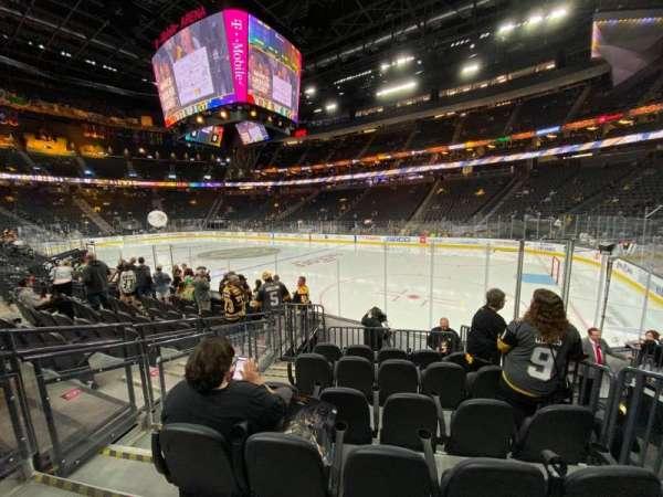 T-Mobile Arena, secção: 8, fila: F, lugar: 3