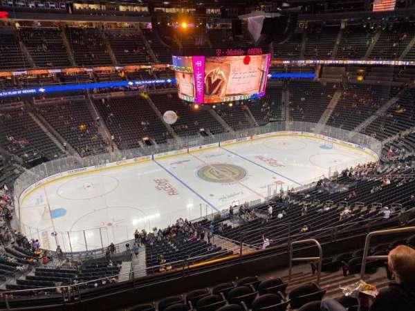 T-Mobile Arena, secção: 202, fila: G, lugar: 12