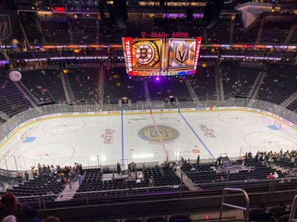 T-Mobile Arena, secção: 204, fila: F, lugar: 16