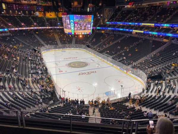 T-Mobile Arena, secção: 212, fila: C, lugar: 6