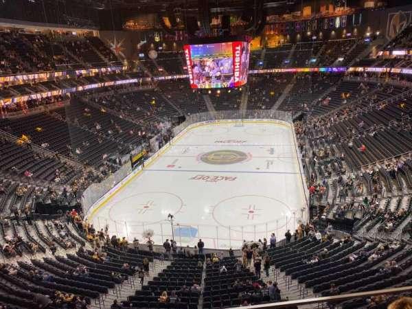 T-Mobile Arena, secção: 215, fila: B, lugar: 10
