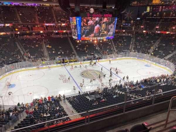 T-Mobile Arena, secção: 220, fila: D, lugar: 11