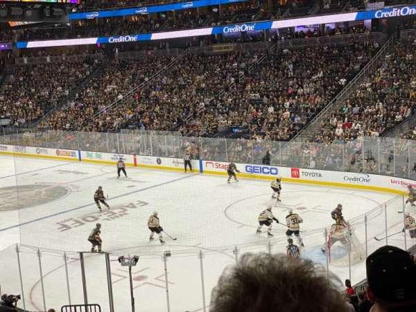 T-Mobile Arena, secção: 9, fila: W, lugar: 3