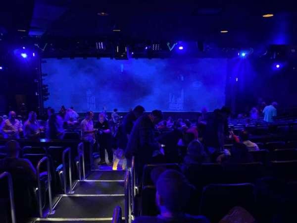 Blue Man Group Theater, secção: 203, fila: Gg, lugar: 30