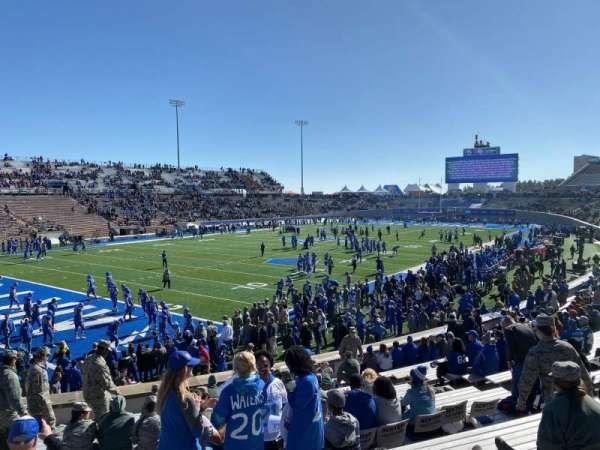 Falcon Stadium, secção: L12, fila: V, lugar: 16