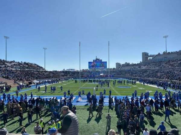 Falcon Stadium, secção: L15, fila: H, lugar: 14