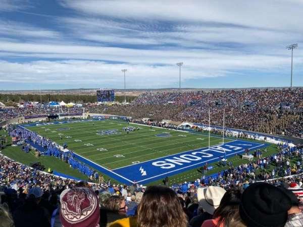 Falcon Stadium, secção: M2, fila: S, lugar: 6