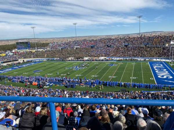 Falcon Stadium, secção: M6, fila: Wc, lugar: 1