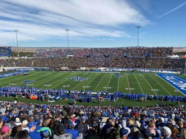 Falcon Stadium, secção: M6, fila: V, lugar: 32