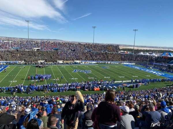 Falcon Stadium, secção: M10, fila: X, lugar: 1